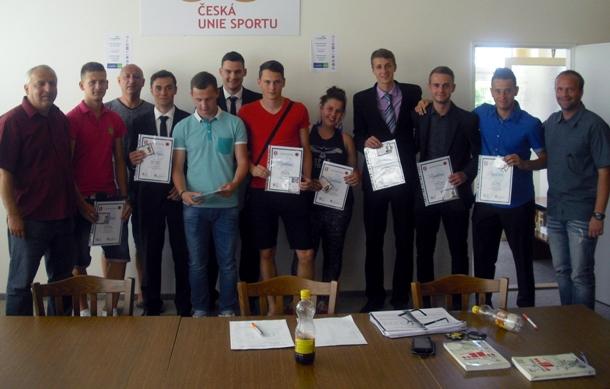 Devět studentů dokončilo studium licence B UEFA
